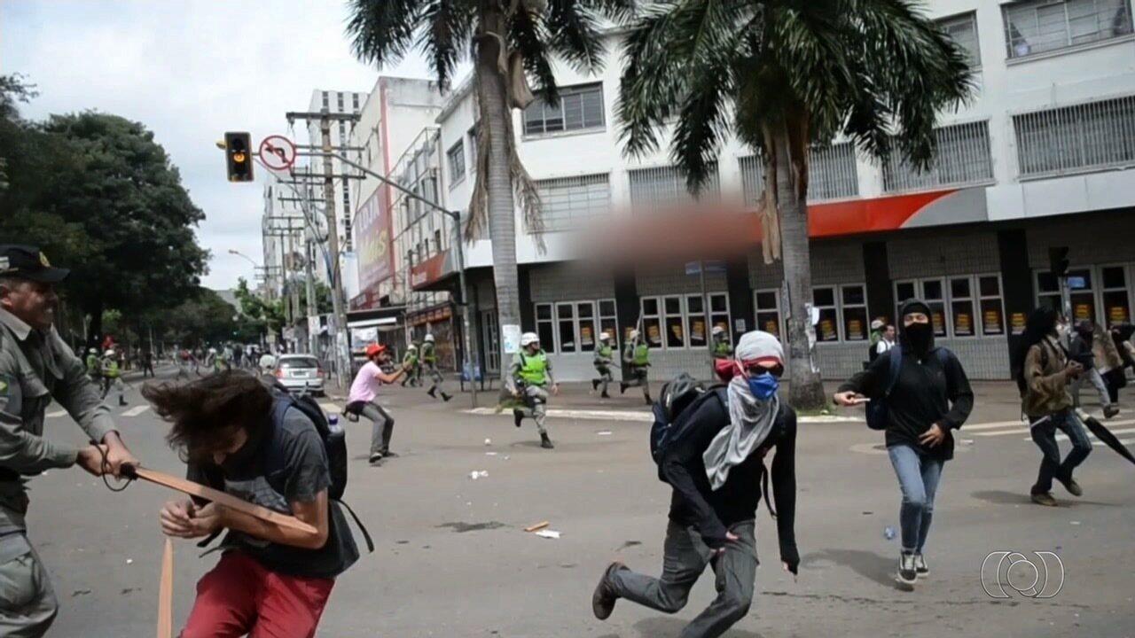 Resultado de imagem para imagem do manifestante atingido pelo capitão em goias