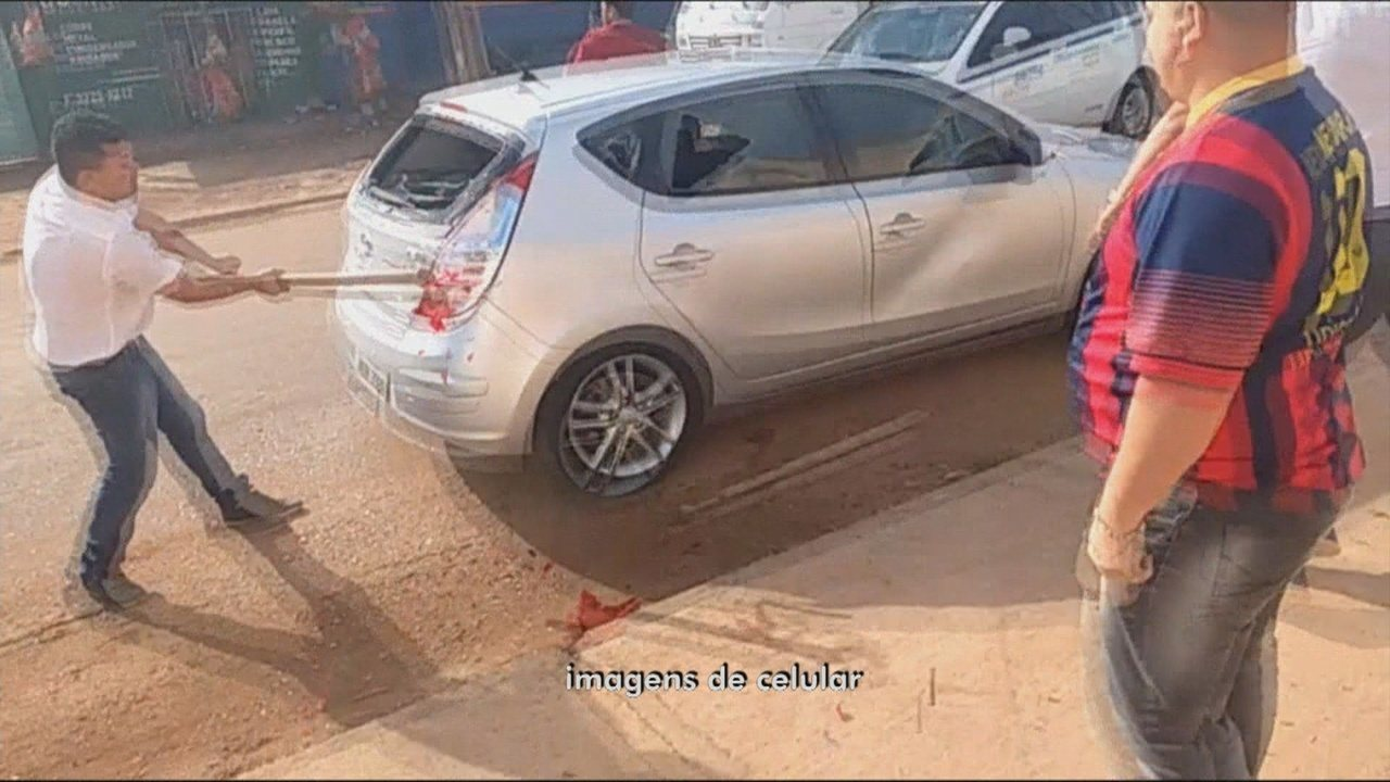 Motorista do Uber é agredido e tem carro depredado por taxistas em Porto Velho