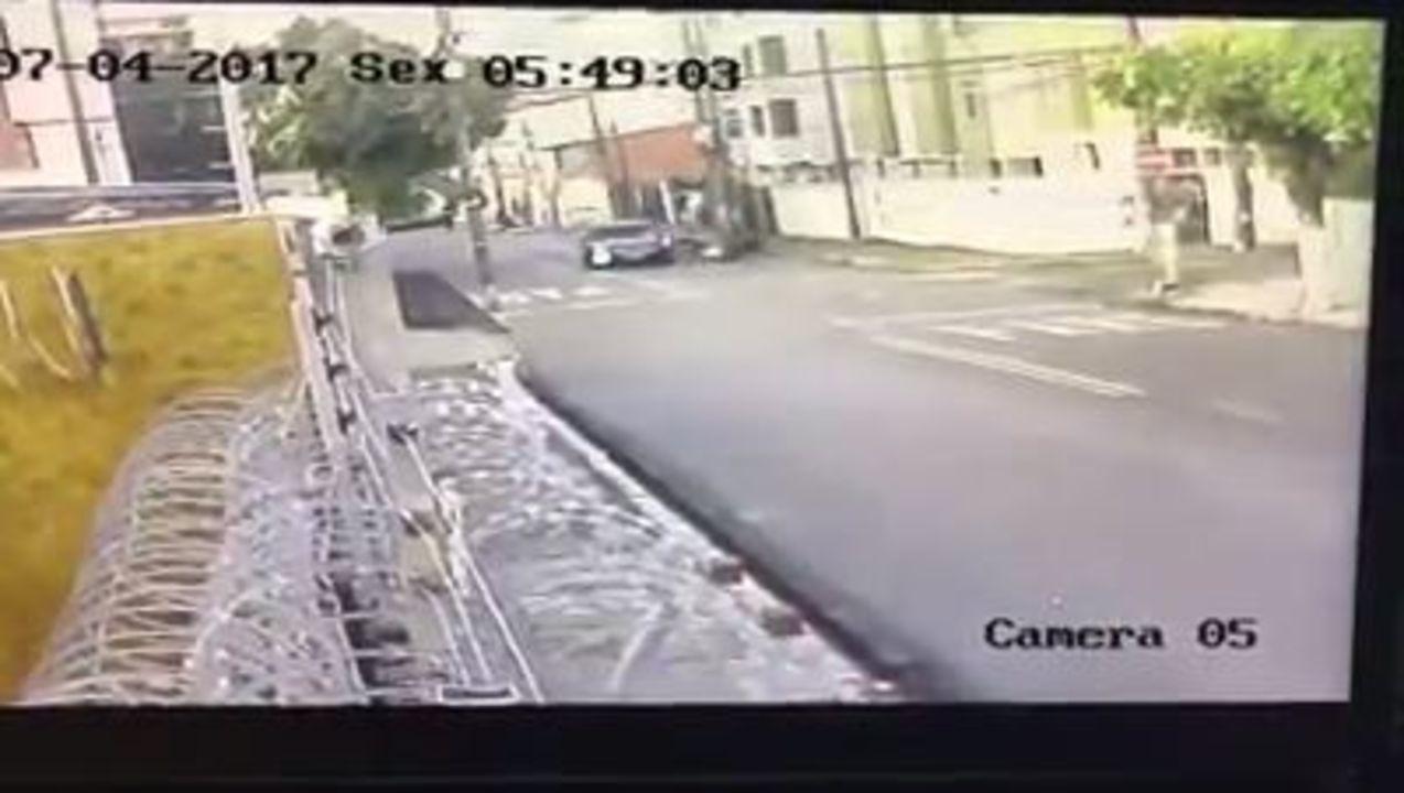 Motorista entra na contramão, atinge e mata motociclista; polícia investiga o caso