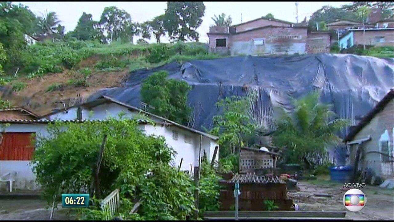 Após mortes por deslizamento de barreira, moradores do Recife vivem insegurança em morros