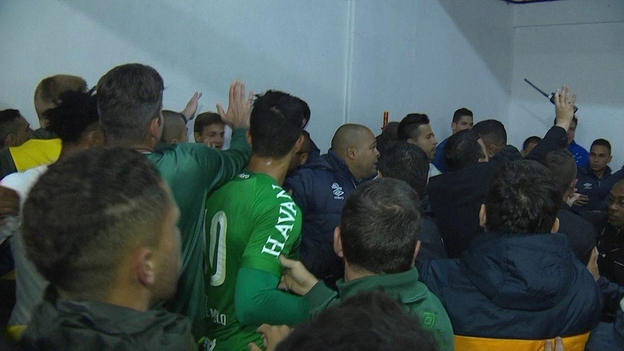 Muita confusão após o fim da partida entre Chape,coense e Cruzeiro pela Copa do Brasil