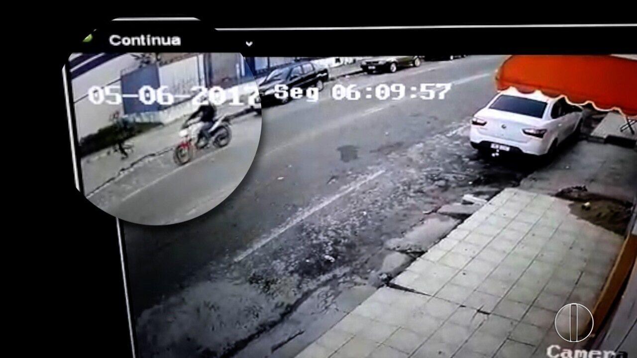 PM foi abordado por assaltantes enquanto estacionava carro; veja reportagem da Inter TV Cabugi
