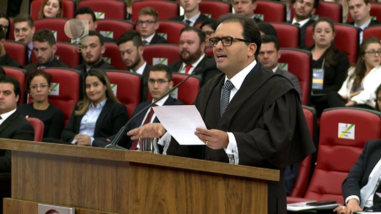 Advogado Marcus Vinicius Coelho argumenta casos anteriores no próprio TSE