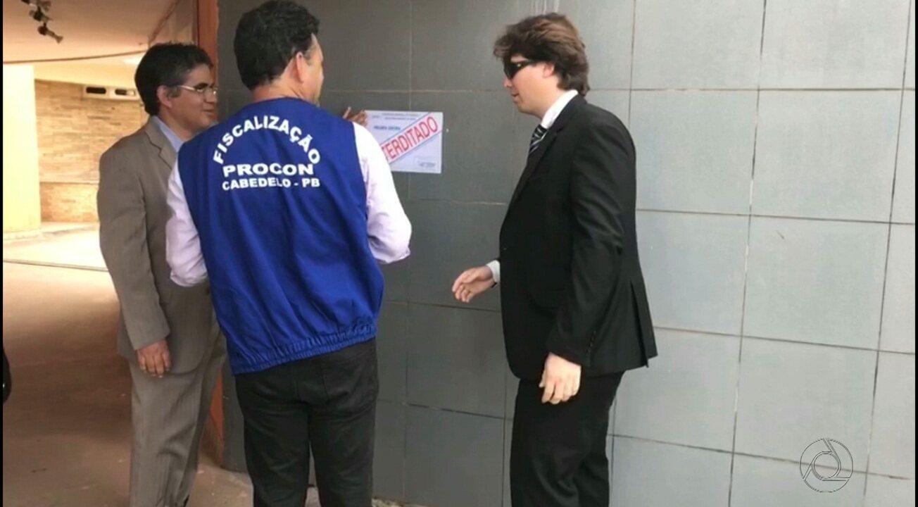 Procon de Cabedelo faz fiscalização e interdita motel por falta de higiene após encontrar barata no local