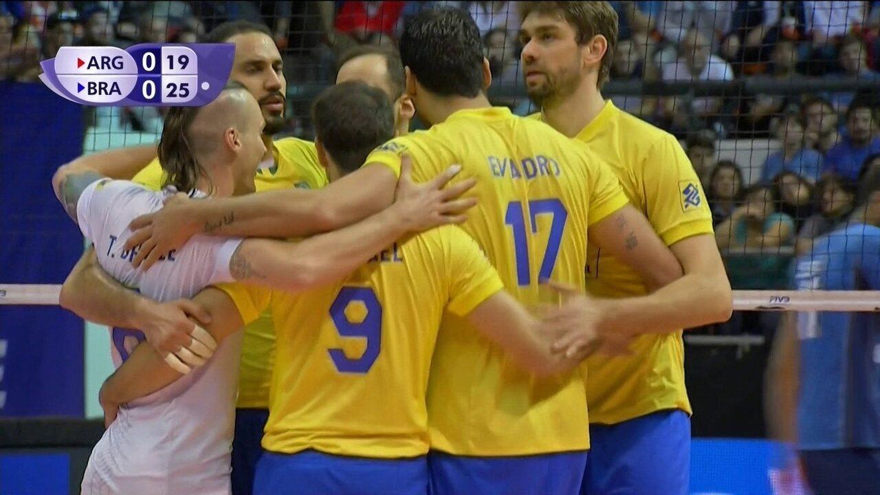 25/19 1º set - Brasil fecha primeiro set