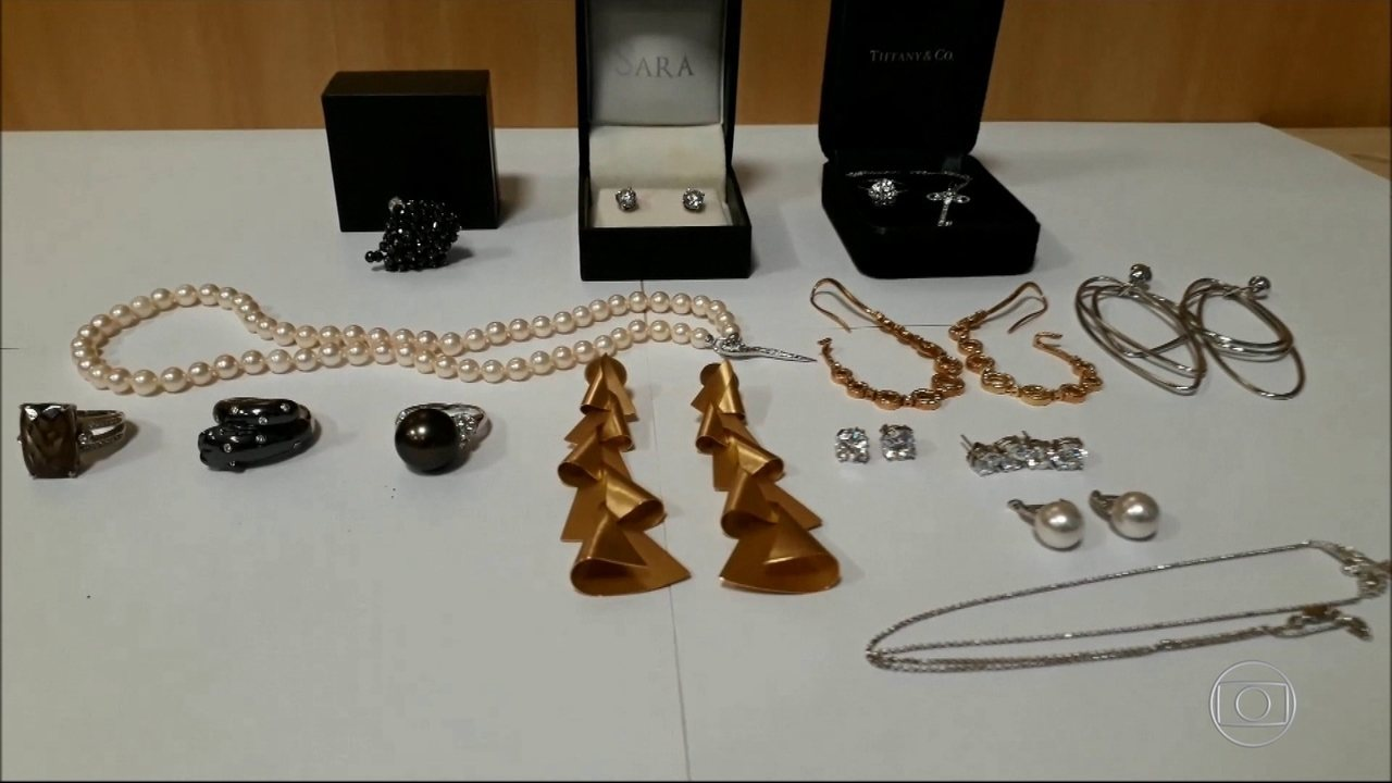 Polícia apreende jóias na casa de irmã de Adriana Ancelmo