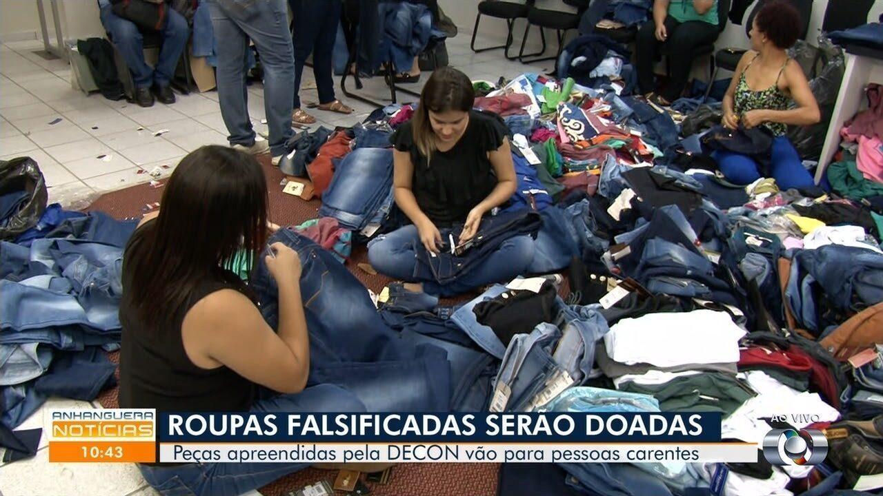 52bf8be4c Polícia doa mais de 3 mil peças de roupas apreendidas durante ação contra  pirataria em GO - G1 Goiás - Vídeos - Catálogo de Vídeos