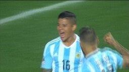"""<p>  <span class=""""msg"""">Na cobrança após a falta de Cáceres, Messi levanta, e a bola sobra na área paraguaia. Marcos Rojo mostra um senso de oportunismo ao empurrar para o fundo das redes.<br />  </span></p>"""