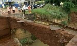 Ponte cai após forte chuva em Tatuí (SP)