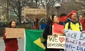 Brasileiros fazem manifestações pró-governo e pró-democracia em Nova York