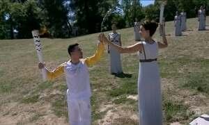 Tocha olímpica é acesa na Grécia nesta quinta (21)