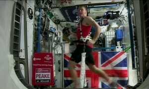 Britânico se torna homem mais rápido a completar maratona no espaço