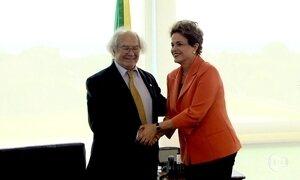 Dilma recebe apoio do argentino Adolfo Perez Esquivel