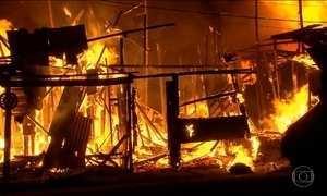 Incêndio atinge favela em Recife