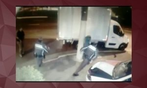 Câmeras de segurança registram momento em que vítimas de sequestro fogem de bandidos em SP