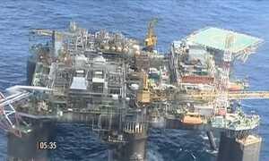 Petróleo tem retração de quase 5% na produção
