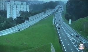 Estradas têm movimento tranquilo na manhã desta quinta (26)