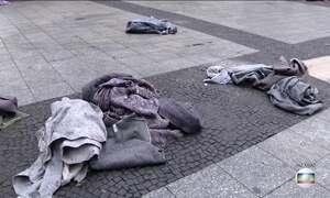 São Paulo amanhece com cobertores espalhados pelo centro da cidade