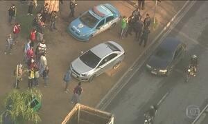 Duas pessoas são baleadas em avenida no Rio