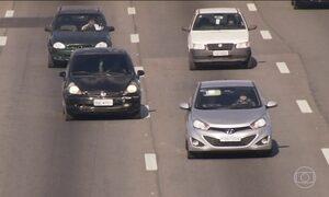 Dirigir com farol baixo ligado nas estradas é obrigatório em todo país