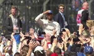 Torcedores ingleses comemoram Grande Prêmio de Silverstone