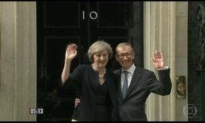 Thereza May toma posse como nova chefe de governo britânico
