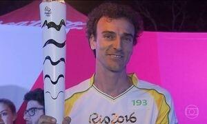 Revezamento da tocha olímpica passa por Curitiba
