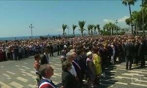 Franceses fazem homenagem para as vítimas de atentado