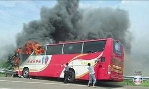 Acidente com ônibus em Taiwan deixa 26 mortos