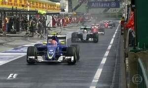 Nico Rosberg larga na frente no Grande Prêmio da Hungria de Fórmula 1