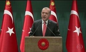 Presidente da Turquia persegue quem ele acusa de tentar derrubar o governo