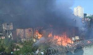 Menino cadeirante de 11 anos morre em incêndio em favela