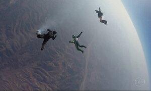 Americano salta sem paraquedas de uma altura de 7.620 metros e entra para a história