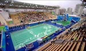 Cor esverdeada de algumas piscinas chama a atenção no Parque Olímpico