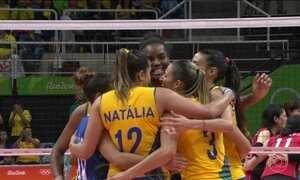 Seleção feminina de vôlei garante vaga nas quartas de final