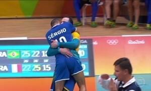 Torcida apoia muito, Brasil vence França e se classifica no vôlei masculino