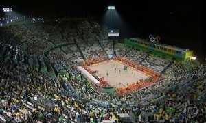 Dupla brasileira de vôlei de praia disputa o ouro