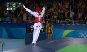 Brasileiro consegue vitória dramática no taekwondo