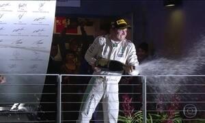Nico Rosberg vence em Cingapura e reassume a liderança na Fórmula 1