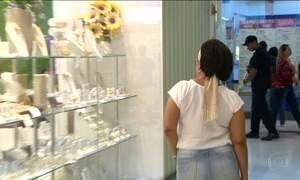 Movimento nos shoppings cresce, mas consumidores não compram