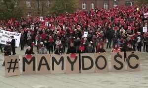 Ativistas dos direitos das mulheres se mobilizam na Polônia