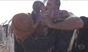 Moradores da região de Mossul continuam deixando os vilarejos na área de conflito