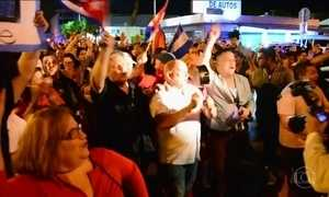 Exilados cubanos nos Estados Unidos comemoram morte de Fidel Castro