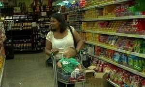 Supermercados liquidam produtos para a ceia do Ano Novo