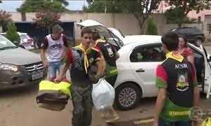 Exército e voluntários distribuem doações para moradores de Rolante (RS)