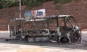 Cinco ônibus são queimados em menos de 13 horas em Salvador