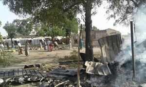 Nigéria bombardeia campo de refugiados por engano e mata 52