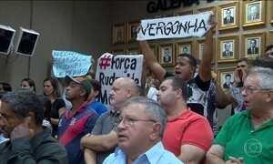 Vereadores do Paraná tomam posse de cargos sob escolta policial