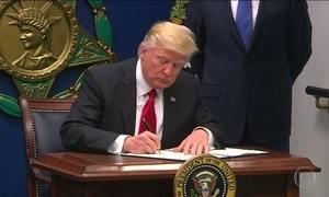 Tribunal dos EUA rejeita restaurar decreto que proíbe entrada de imigrantes de sete países