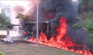 Dez ônibus são incendiados na Região Metropolitana de Belo Horizonte